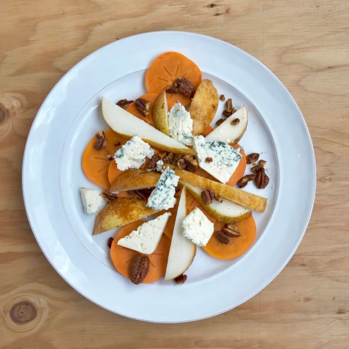 persimmon and pear salad with blue cheese and spicy pecans
