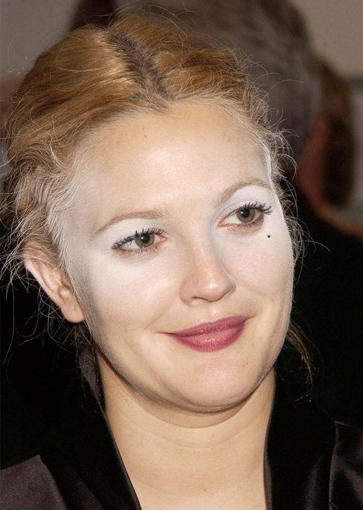 Worst Celebrity Makeup Ever: 12 Worst Celebrity Powder Flashback Makeup Fails Of All