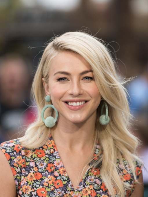 Celebrities Who Embrace Their Acne | Julianne Hough