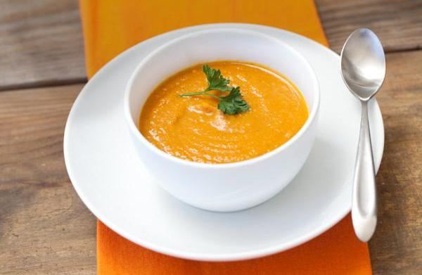 Creamy carrot soup for a cold