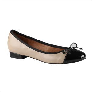 Cap toe shoe