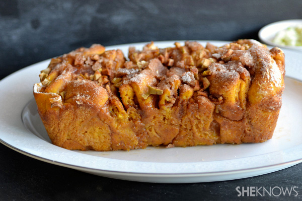 Caramel pumpkin apple pull apart bread