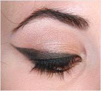 Halloween pinup girl makeup tutorial - example of cat eye makeup