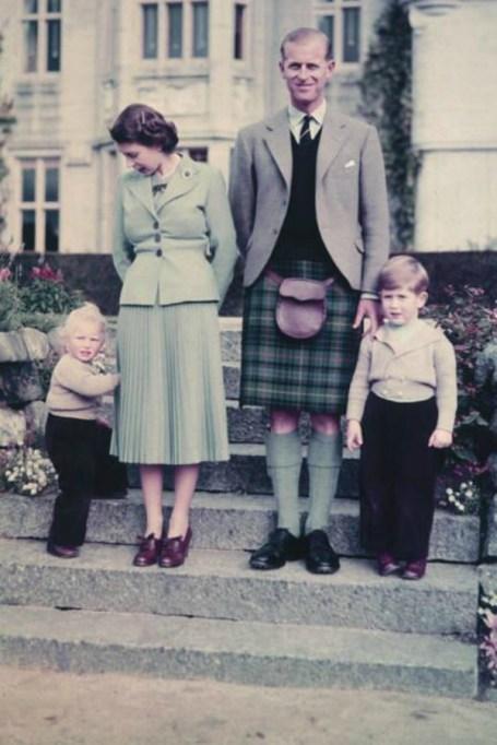 Queen Elizabeth II, Prince Philip & kids in 1952
