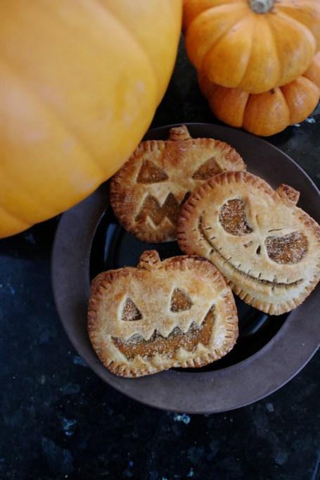 Legitimately Good Halloween Recipes: Jack-O-Lantern Pumpkin Hand Pies | Halloween treats 2017