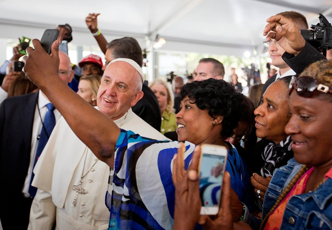 Cartrice Haynesworth has a selfie taken with Pope Francis