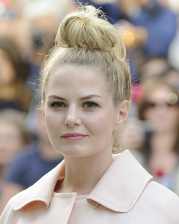 Jennifer Morrision's top bun