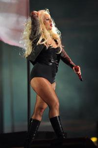 Kelly Osbourne calls Christina Aguilera fat