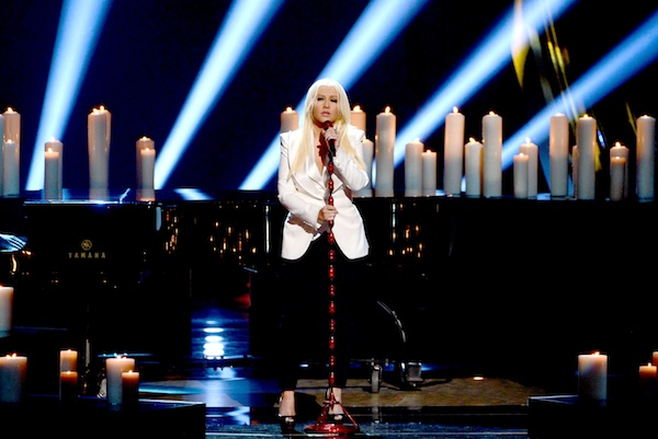 Christina Aguilera performs Blank Page at People's Choice Awards.