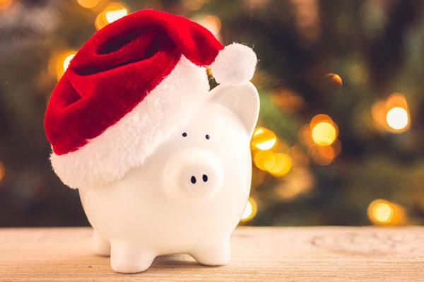 Christmas savings in a piggy bank | Sheknows.ca