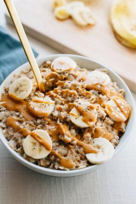 Easy Winter Breakfast Ideas | Peanut Butter Banana Chia Oatmeal
