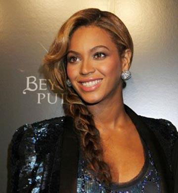 Beyonce breastfeeds in public, Uma Thurman