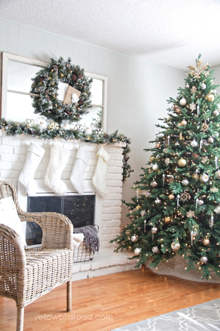 holiday decor for fireplace mantel