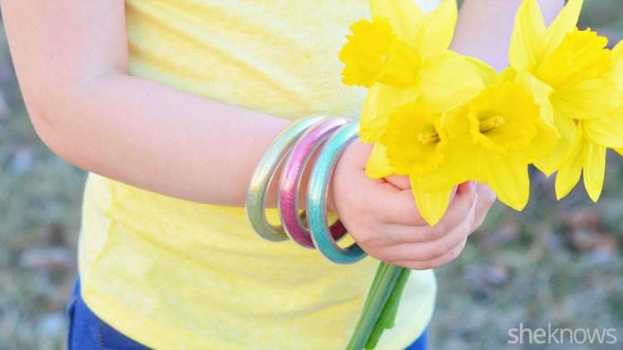Easy DIY glitter bracelets for kids