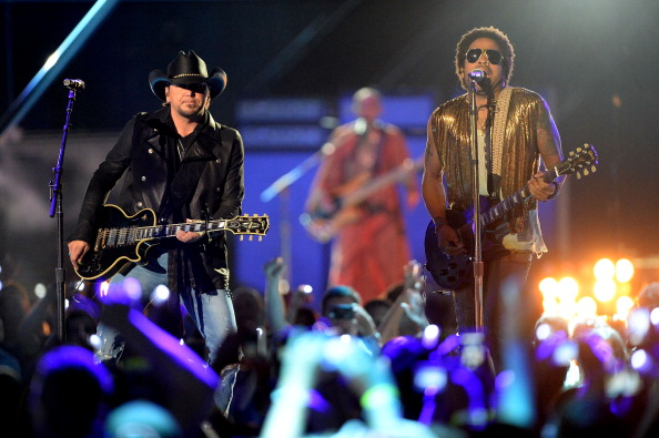 Jason Aldean and Lenny Kravitz perform at the 2013 CMT Music Awards