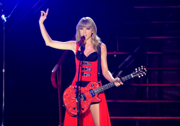 Taylor Swift performs at the 2013 CMT Music Awards