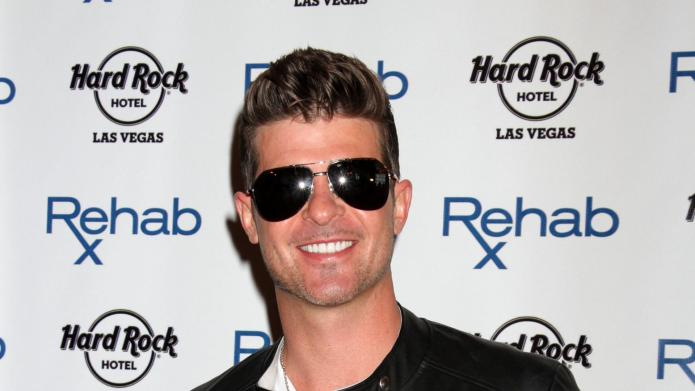 Robin Thicke tries another creepy apology