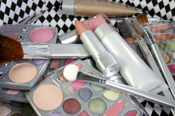Messy makeup bag