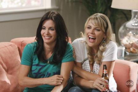 Cougar Town stars Courteney Cox and Busy Phillips