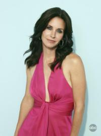 Courteney Cox shines in Cougartown