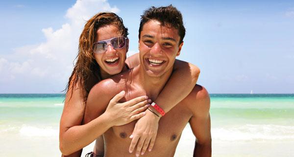 couple beach summer fling