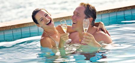 Kristin Davis and Jon Favreau on Couples Retreat