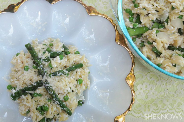 Creamy orzo with peas and asparagus
