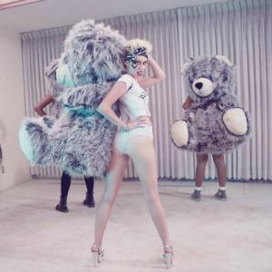 Miley Cyrus announces Bangerz tour dates