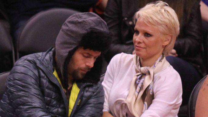 Pam Anderson & Rick Salomon at a Lakers game.