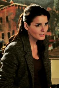 Angie Harmon's Rizzoli and Isles premieres