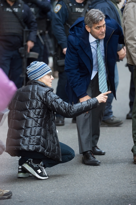 Jodie Foster directing George Clooney on the set of 'Money Monster'