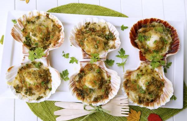 Baked scallops with cheese