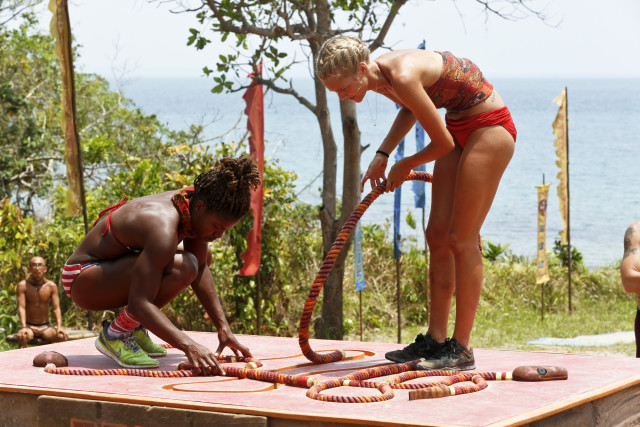 Cydney Gillon and Alecia Holden compete in Immunity challenge for Brawn tribe on Survivor: Kaoh Rong