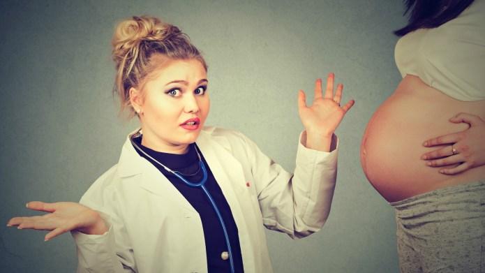 25 Bizarre Pregnancy Photo Shoots That
