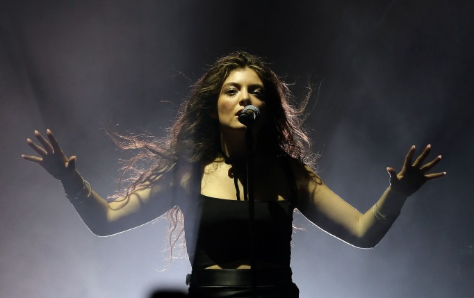 Lorde curly hair