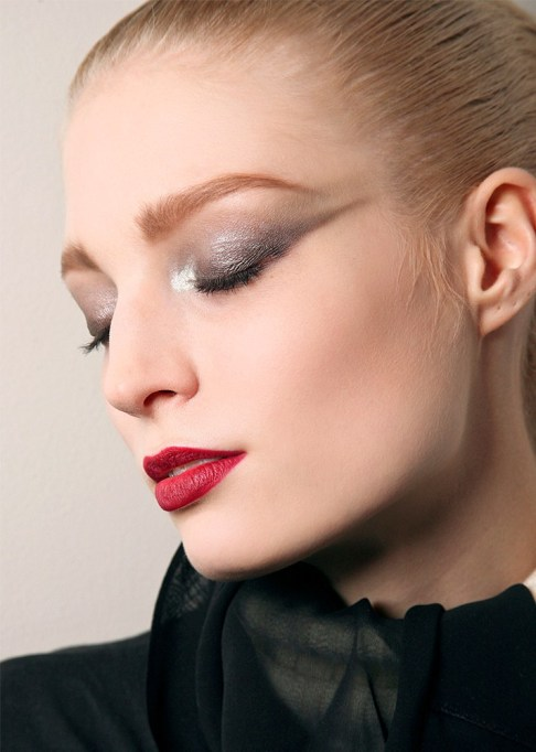 30 Summer Makeup Ideas: Exaggerated Winged Shadow