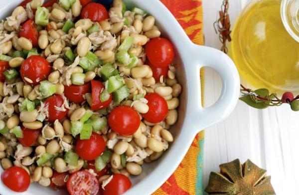 Soybean, tuna & tomato salad with