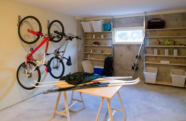 Smart garage storage systems