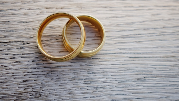 7 Benefits to marrying someone older