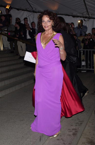 Here's the lovely Furstenberg wearing a more formal style in eye-catching purple at the Costume Institute Gala in 2001.