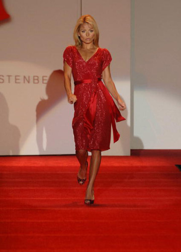 Kelly Ripa worked the runway at the 2007 Heart Truth Red Dress presentation.