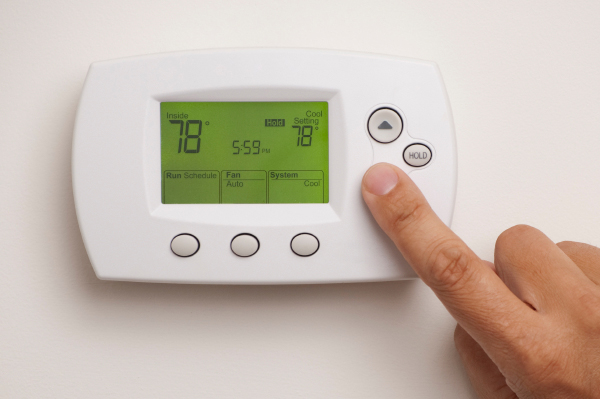 setting a digital thermostat