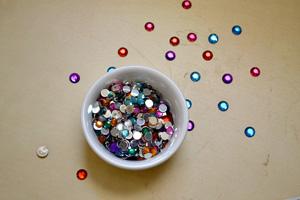 Confetti and bead launcher