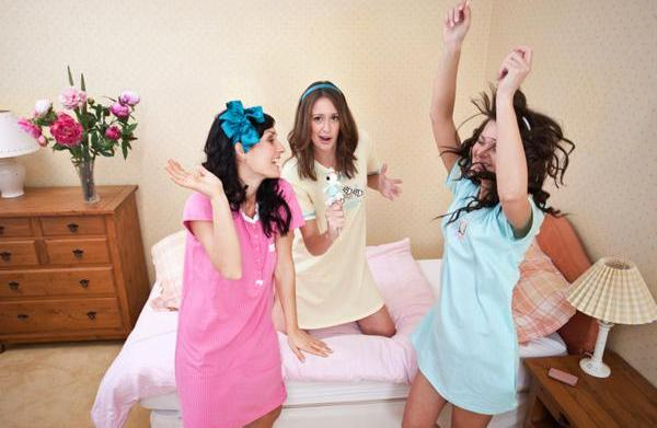 5 New girls-night-in party themes