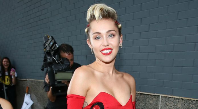 Miley Cyrus' new pic gets blasted