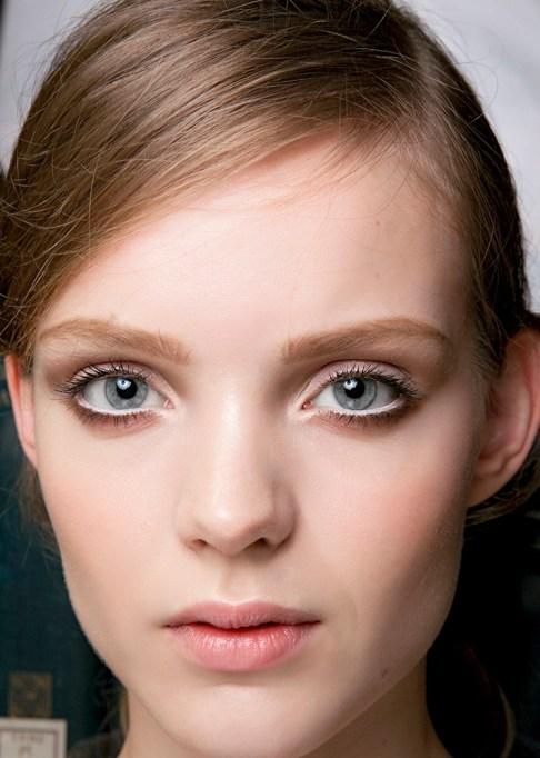 Low-Maintenance Summer Beauty Inspiration Ideas: Light Brown Hair Gray Eyes | Summer Beauty 2017