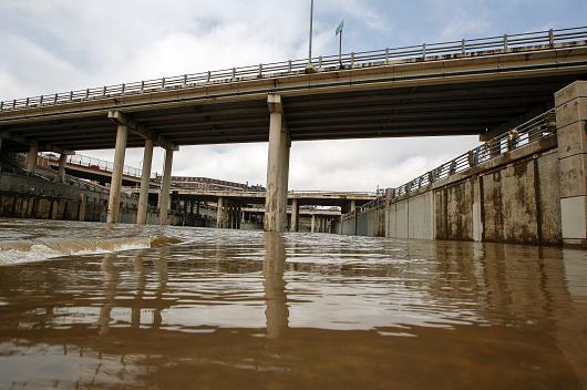 Texas floods bring rising death toll