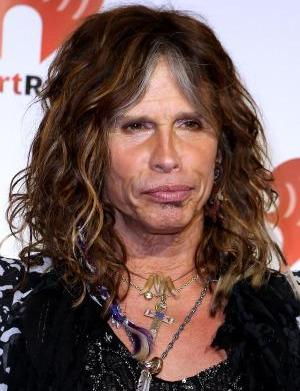 Steven Tyler's Patriots scarf trumps his