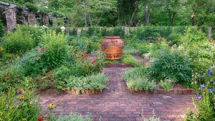 7 Beautiful garden paths to inspire