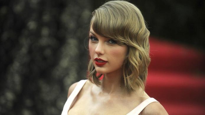 3 Arrested for pelting Taylor Swift's